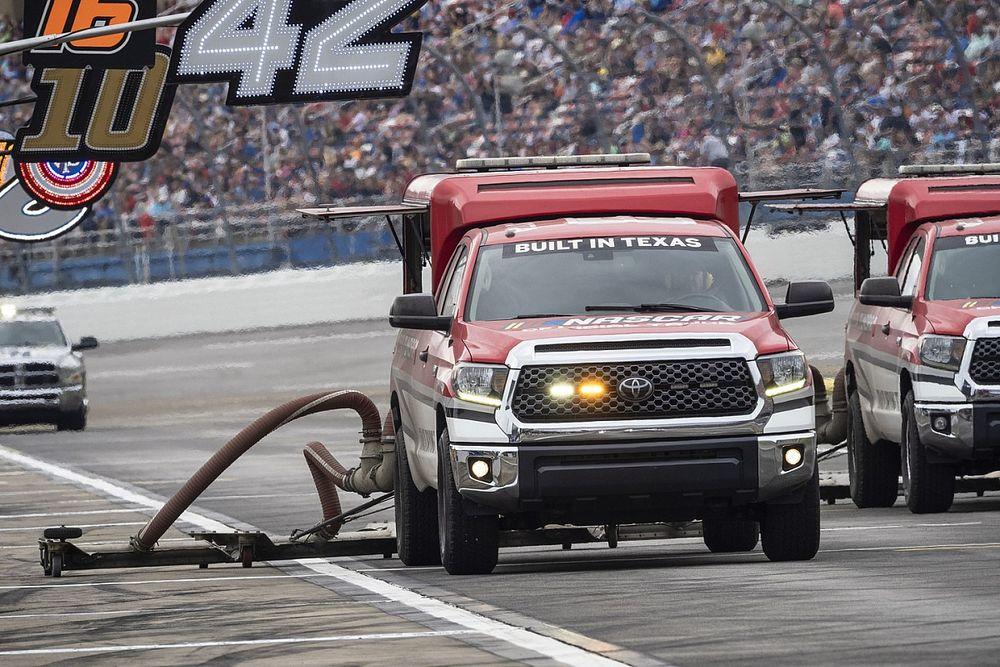 NASCAR pospone al lunes carrera en Talladega por lluvia