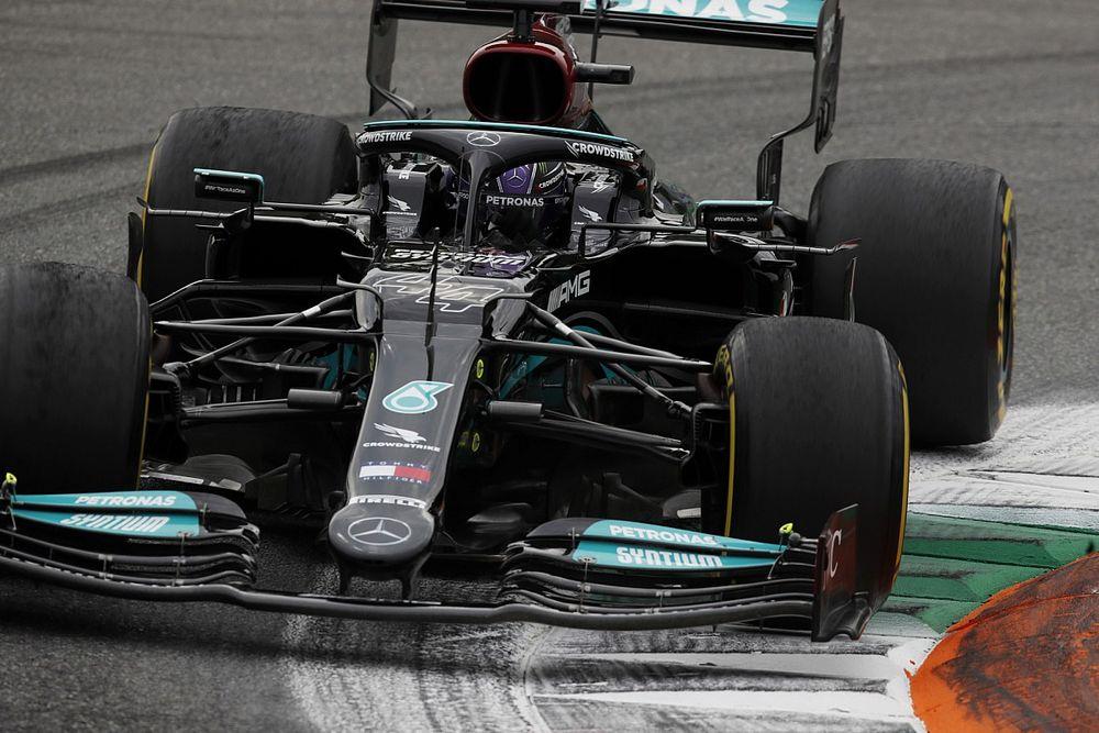 A Mercedes már ezen a hétvégén bevállalhatja a motorcserét és a büntetést Hamiltonnal