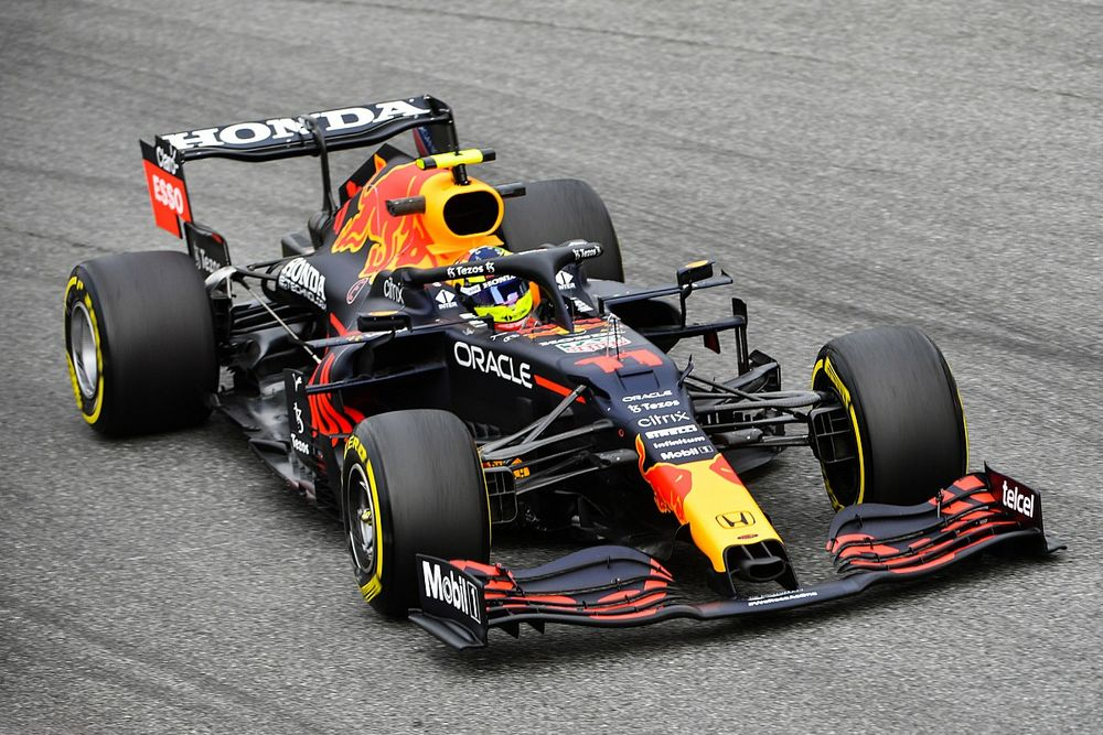 """Perez: """"Verstappen'e kıyasla daha dengeli bir arka tarafa ihtiyacım var"""""""