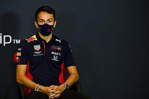 """Villeneuve detona Albon: """"Pior segundo piloto da Red Bull de todos os tempos"""""""