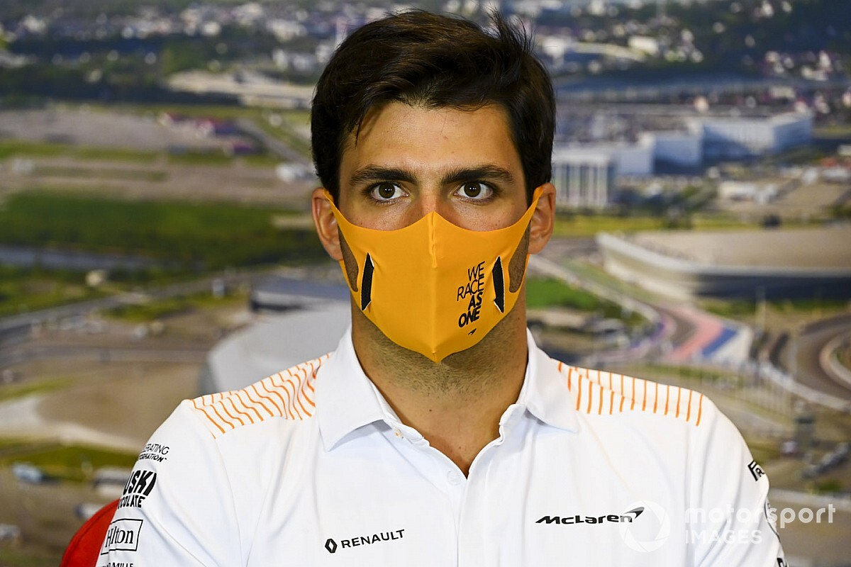 """Sainz não liga para as piadas sobre ida à Ferrari: """"Acho engraçado e dou risada"""""""