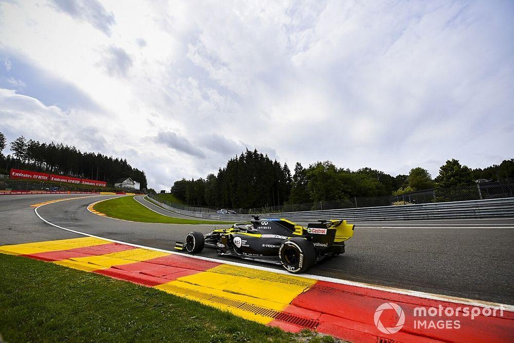 Mercedes, hızlı olan Ricciardo etkeninin farkında