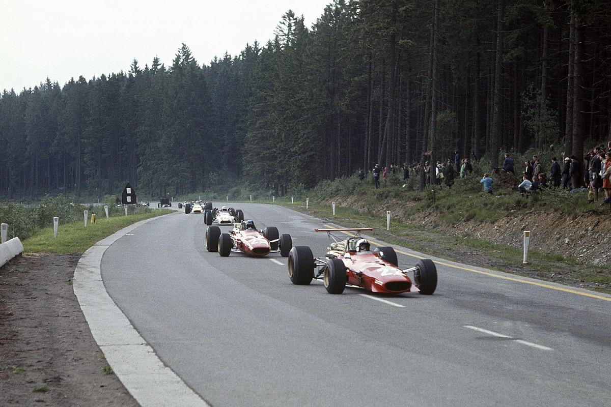 За 50 лет до Сайнса с Леклером в Ferrari выступали гонщики еще младше. Мы их нашли