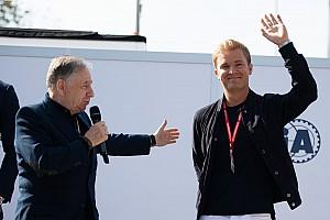 """Rosberg: """"F1, bir hafta sonunda iki yarış fikrini düşünmeli"""""""