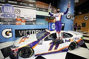 Hamlin dominates in Miami, as Logano trips up Elliott