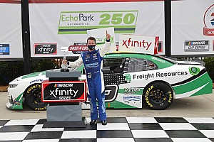 Allmendinger gana su primera carrera en óvalo en NASCAR