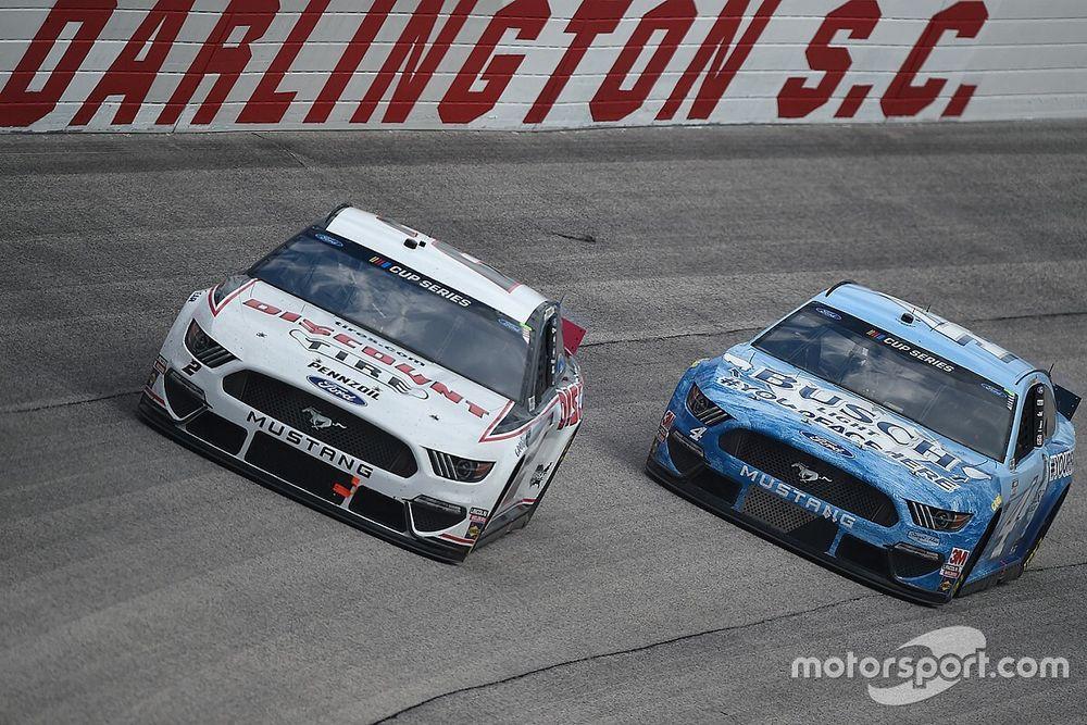 Harvick conquista 50ª vitória na volta da NASCAR após paralisação pela pandemia