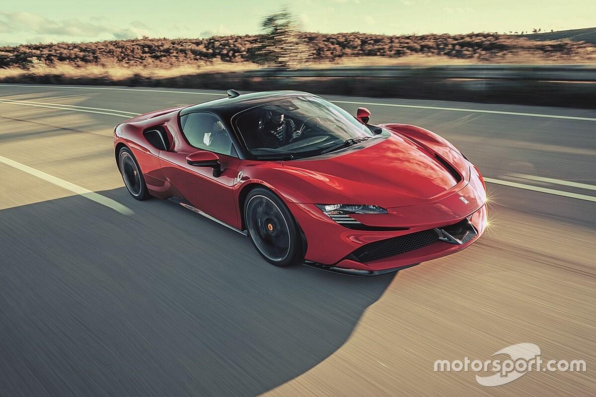 Ferrari: Leclerc sulla SF90 nel film remake di Lelouch