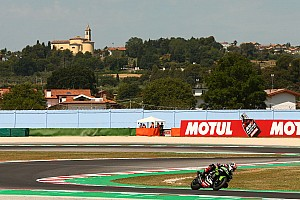 Misano WSBK: Rea holds off Razgatlioglu, Bautista crashes again