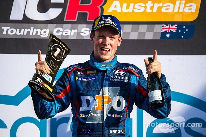 TCR champion Brown signs up for ARG eSport Cup