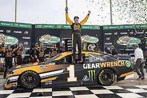 NASCAR Atlanta: Kurt Busch beats brother Kyle for dramatic victory