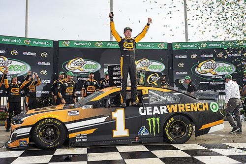 Kurt Busch outduels brother Kyle in dramatic Atlanta Cup win