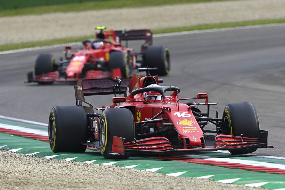 """F1: Binotto está """"aliviado"""" com performance da Ferrari no começo de 2021"""