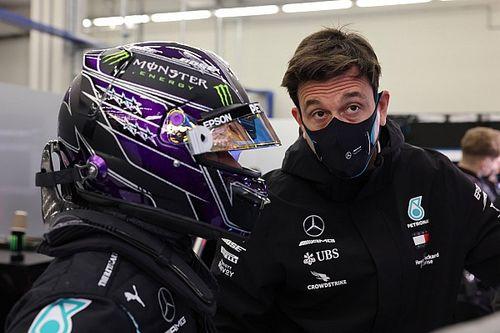 Mercedes wciąż negocjuje