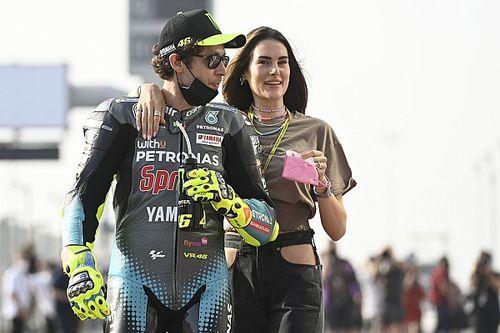 Kekasih Rossi Ungkap Umbrella Girl MotoGP Dapat Pelecehan Seksual