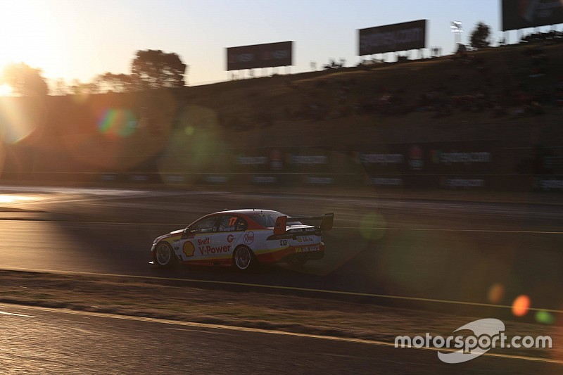 Sydney Supercars: McLaughlin takes historic night race pole