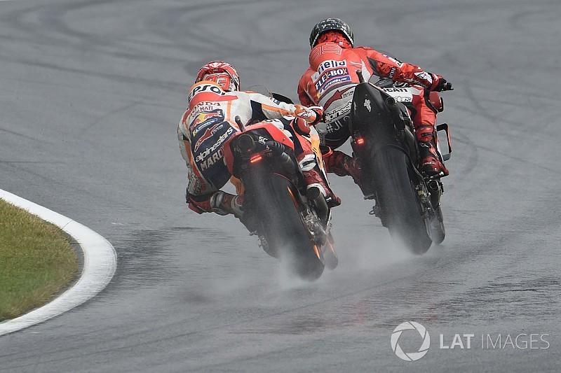 Гонщики MotoGP вновь не смогли улучшить время круга из-за мокрой трассы в третьей тренировке