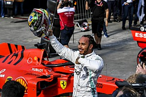 """Hamilton még """"fánkozott"""" is a brazil közönségnek a futam után: videó"""