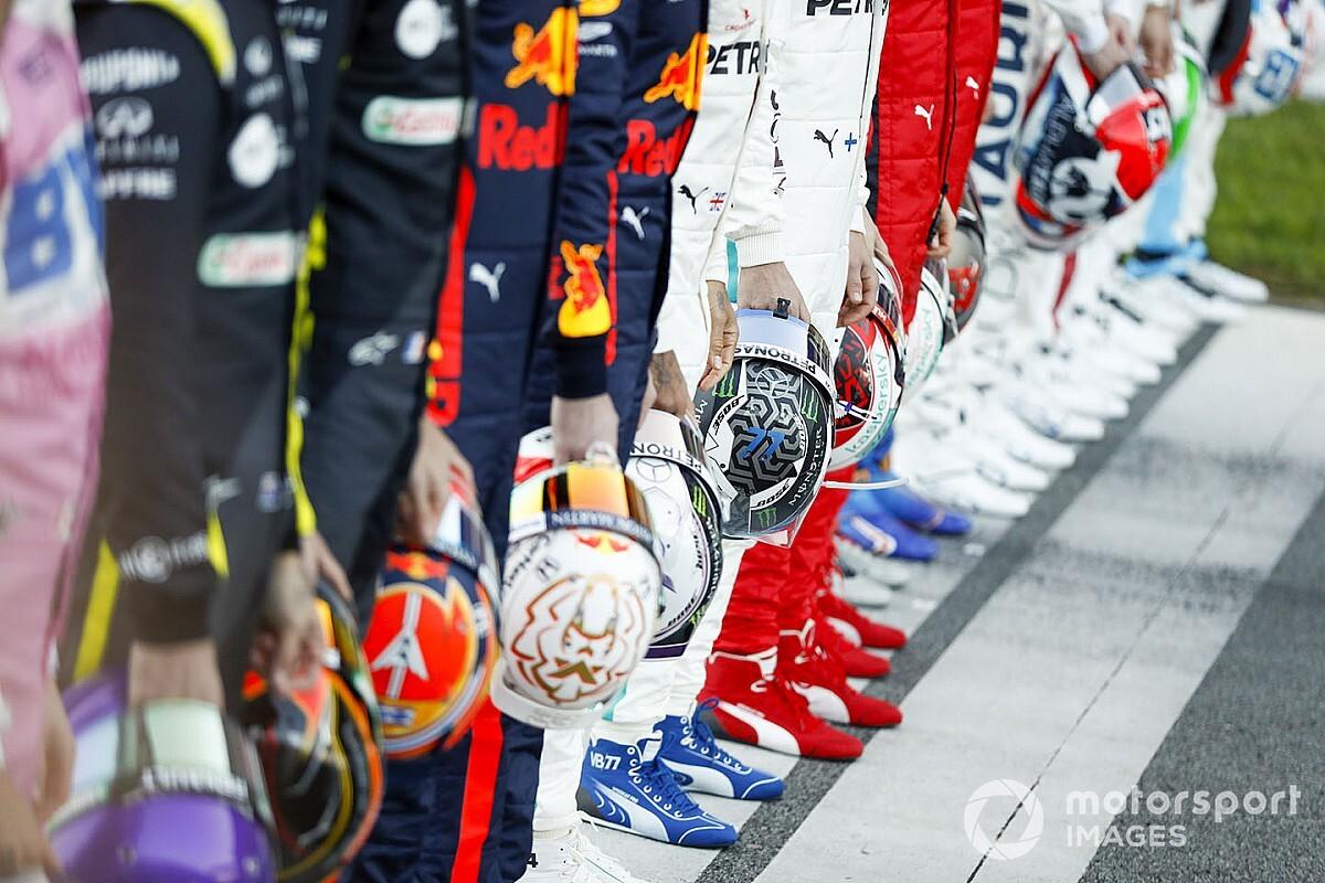 Sainz és Ricciardo a Ferrari szerelésében