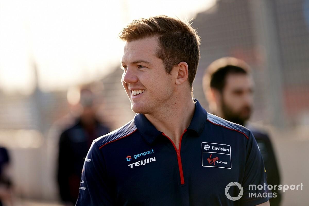 Formula E: Nick Cassidy firma con Envision Virgin Racing