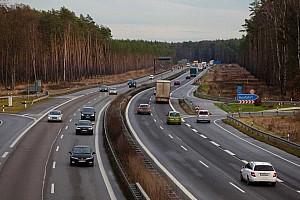 Hivatalos: nem lesz sebességkorlátozás a német autópályákon