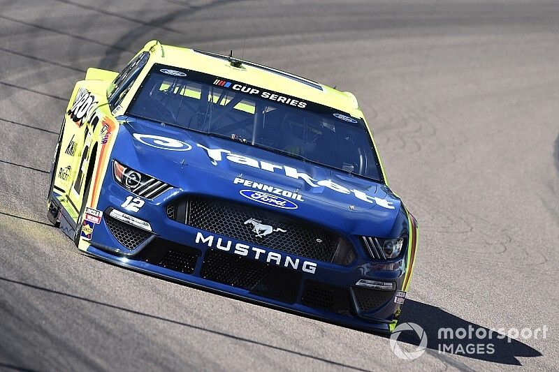 Points leader Ryan Blaney out after early crash at Phoenix