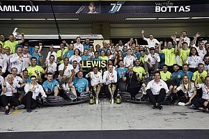 "Hamilton, Mercedes'in 2019 sezonuna ""10 üzerinden 9.6"" verdi"