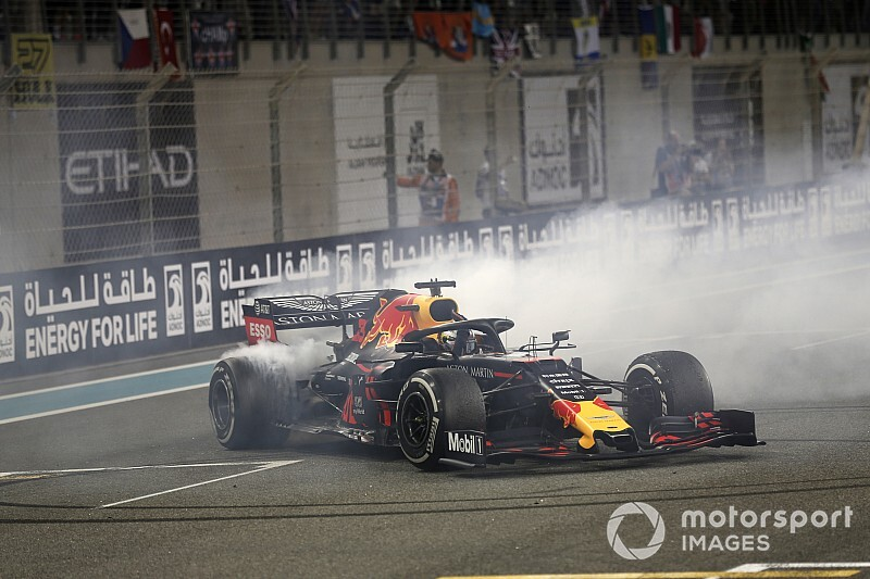 BRÉKING: Verstappen 2023-ig szerződést hosszabbított a Red Bull csapatával
