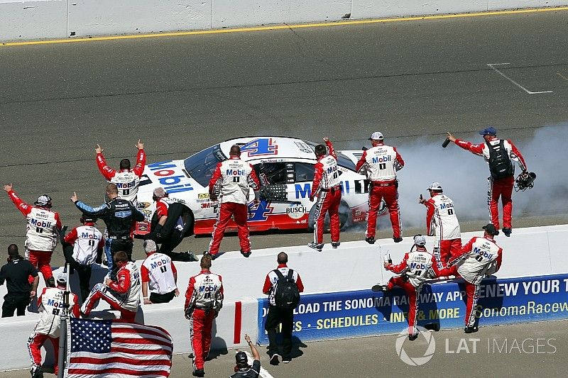 Harvick takes first win of 2017 in Sonoma Cup race