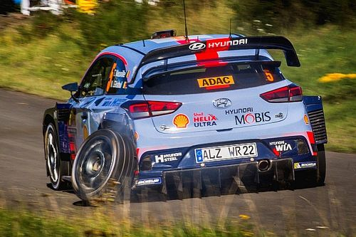 "Ogier says Neuville's Germany stoppage ""mentally strange"""