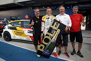 TCR Qualifying report Mat'o Homola places the Opel Astra back on pole