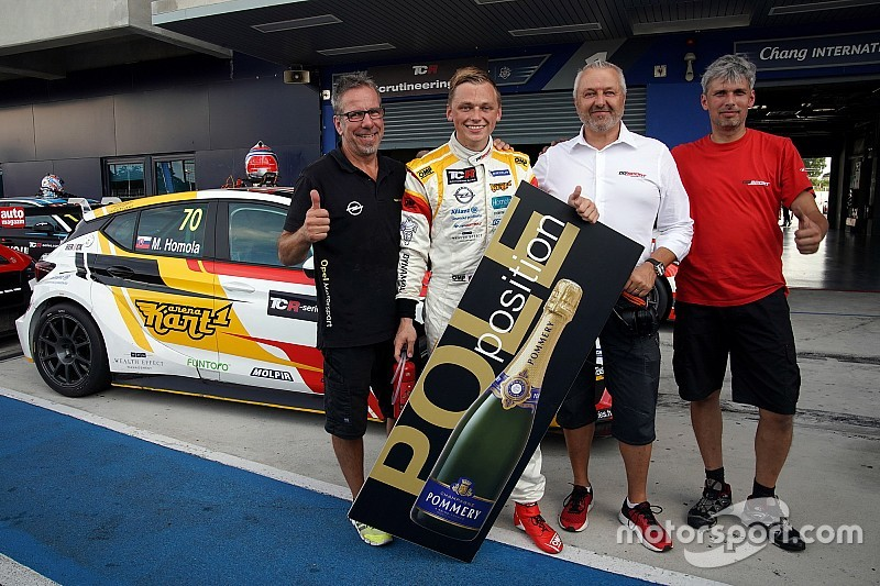 Mat'o Homola places the Opel Astra back on pole