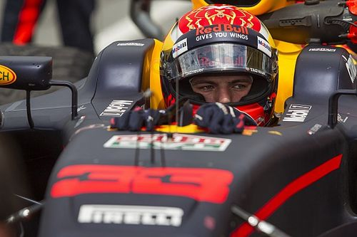 В Red Bull назвали Ферстаппена выдающимся пилотом
