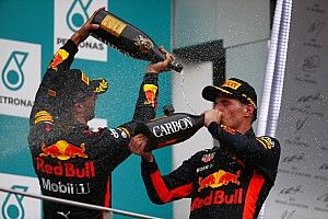 """Ricciardo: """"Felicitaties aan Max, welverdiende zege"""""""