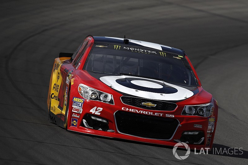 Kyle Larson si conferma re in Michigan battendo Chase Elliott