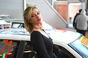 Fotogallery: scegliete la vostra standista preferita del Motor Show!