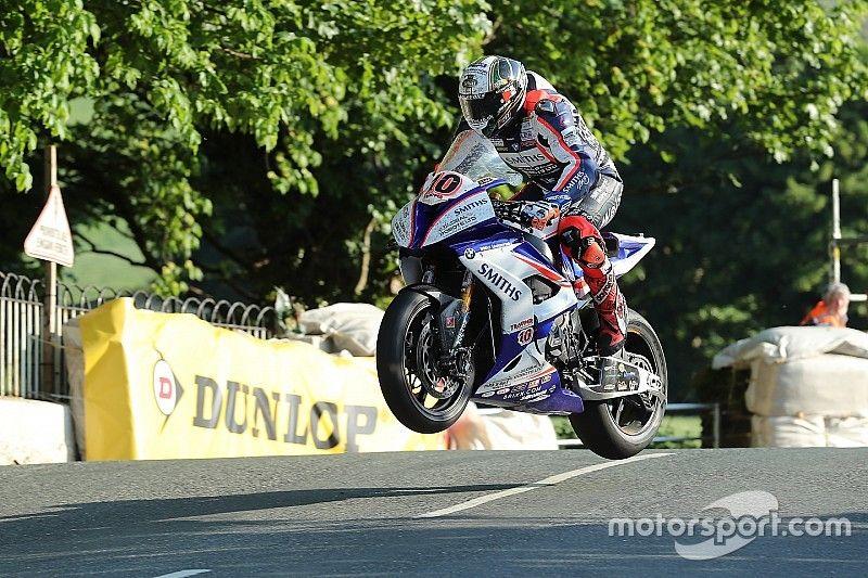 Isle of Man TT:Hickman tops Superbikes at 132.806mph