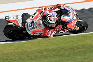 MotoGP Motorsport.com hírek Lorenzo: A Ducati le van maradva a riválisokhoz képest