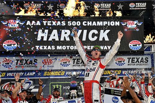 Kevin Harvick puts Martin Truex Jr. in 'Rearview Mirror' for Texas win