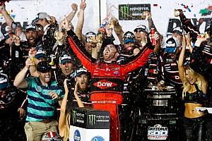 Monster Energy NASCAR Cup Репортаж з етапу Дайтона 500: емоційна перемога на хаотичному останньому колі