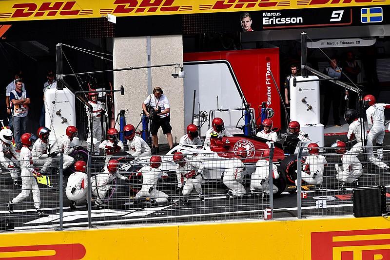 Lenyűgöző formában a Sauber: tripláztak a bokszutcában