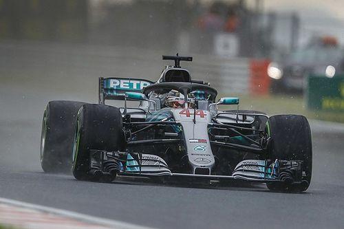 Hamilton grijpt pole in natte Hongaarse kwalificatie, Verstappen op P7