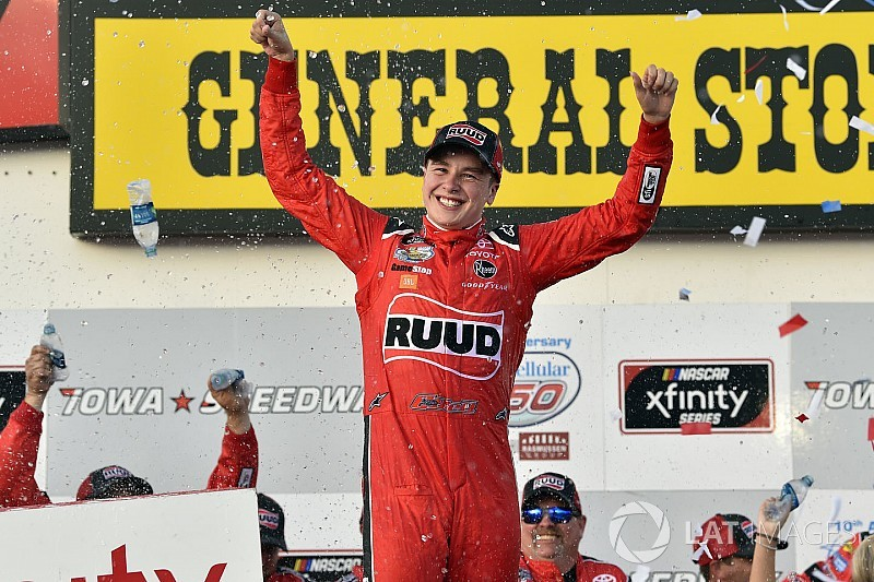 Christopher Bell takes Xfinity win in thrilling finish at Iowa