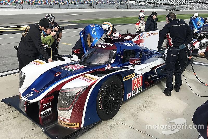 Alonso turns first laps of Daytona in Roar test