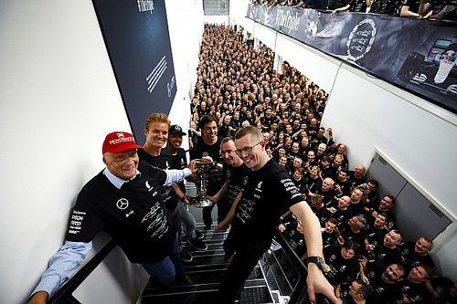 Rosberg szerint szürreális, hogy ennyire jó kocsival rendelkezik az F1-ben