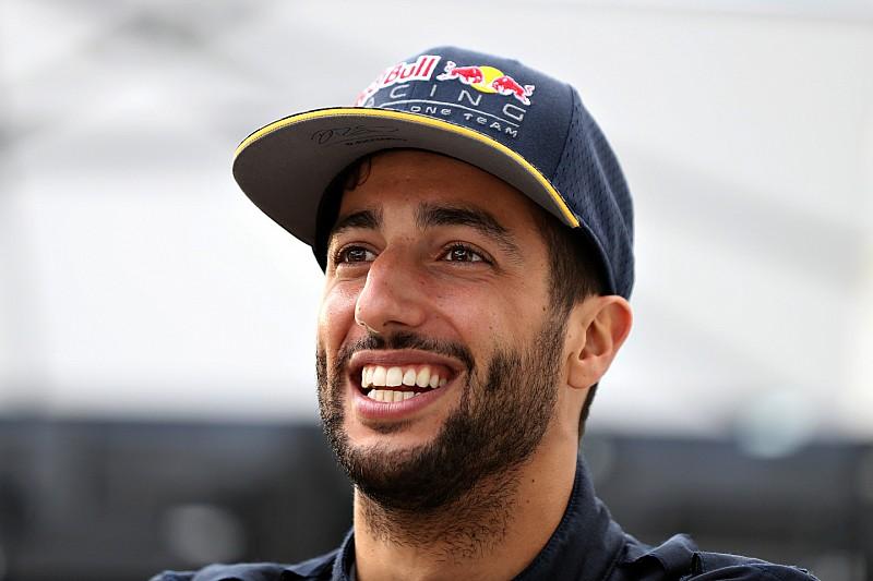 """Ricciardo: I'll be """"happy enough"""" with 2016 if I win a race"""