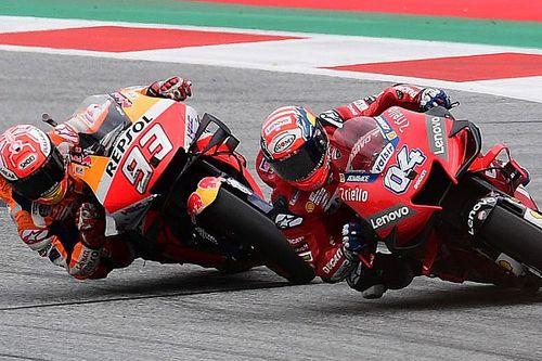 Video: Dovizioso ve Marquez arasındaki son tur galibiyet mücadeleleri
