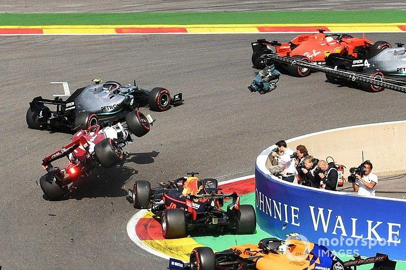 Veja acidente entre Verstappen e Raikkonen em Spa quadro a quadro