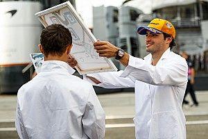 A McLaren a kulisszák mögött a Hungaroringen: csocsó, napszemüveg, paróka…