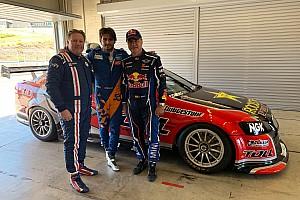 Sainz padre e hijo prueban el Holden que ganó Bathurst en 2011